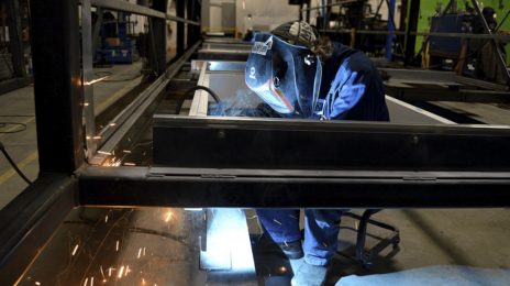 Riscos de um soldador dentro do canteiro de obras: quais são e como evitá-los